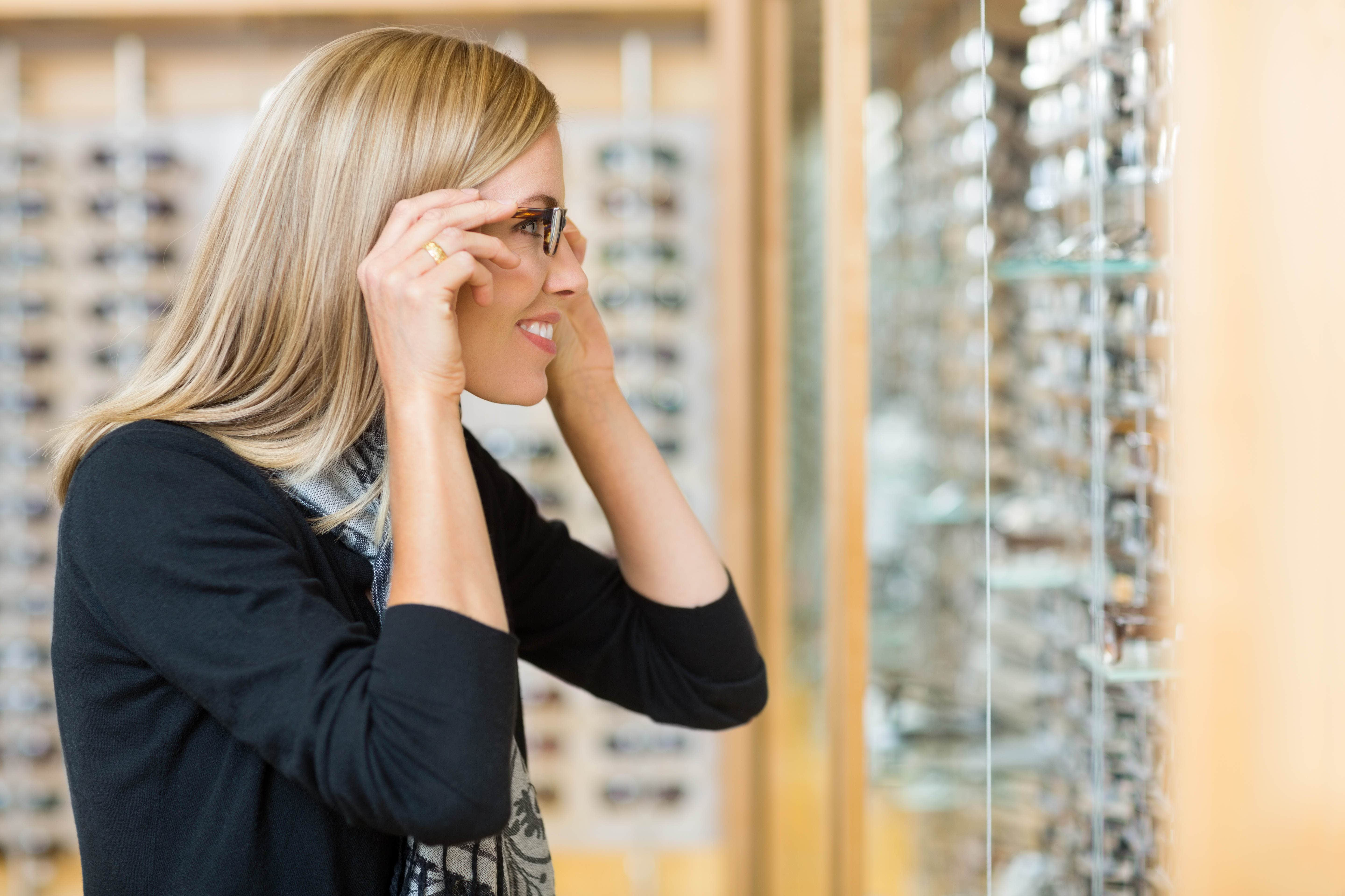 Buying eyeglasses from online store