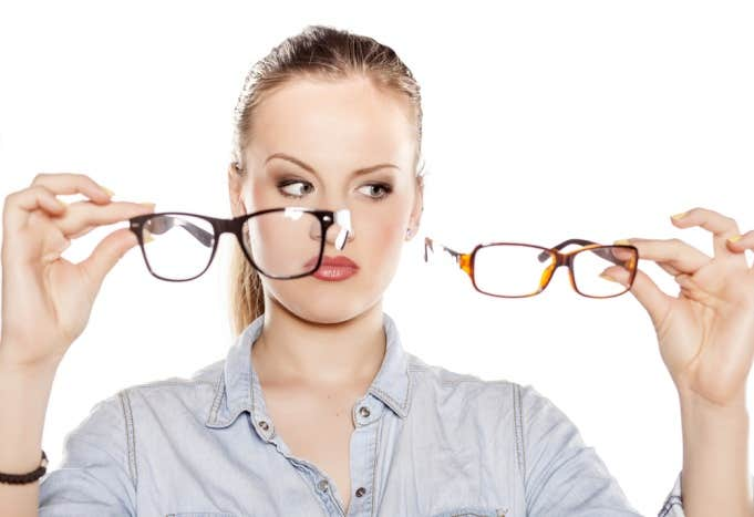 selecting right eyeglass