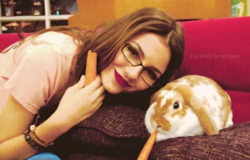 Victoria Justice eyeglasses