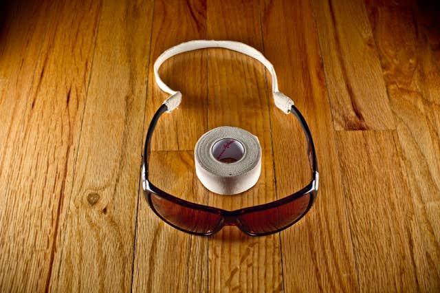use string ropes for eyeglasses